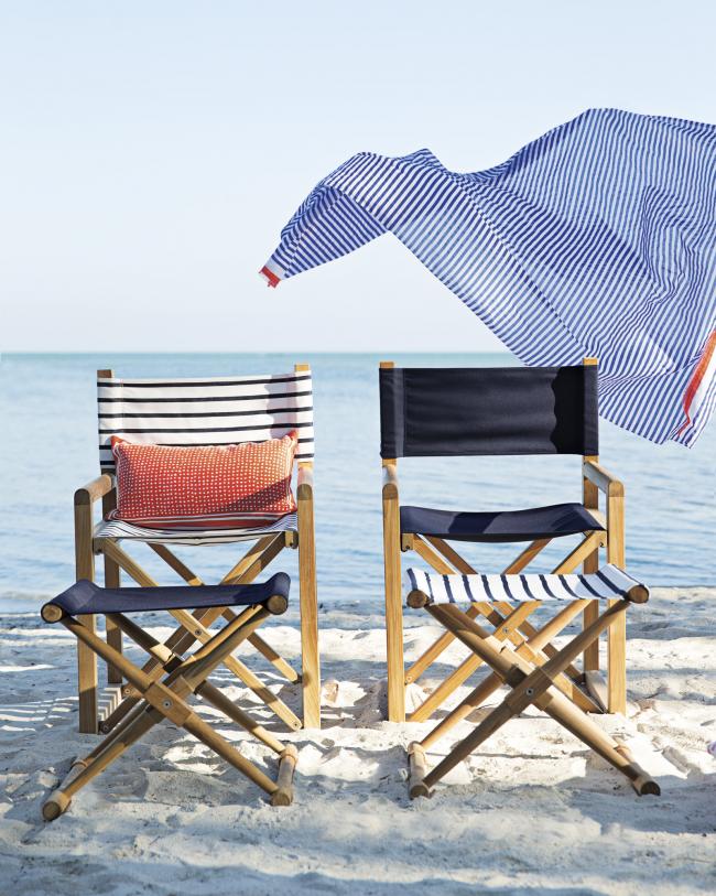 Расслабляющий отдых на природе в удобном раскладном кресле с бокалом чего-нибудь прохладительного, соломенной шляпой и шумом прибоя поможет восстановить силы после тяжелых и напряженных трудовых будний