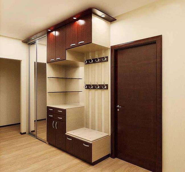 Традиционный угловой шкаф с подсветкой для прихожей