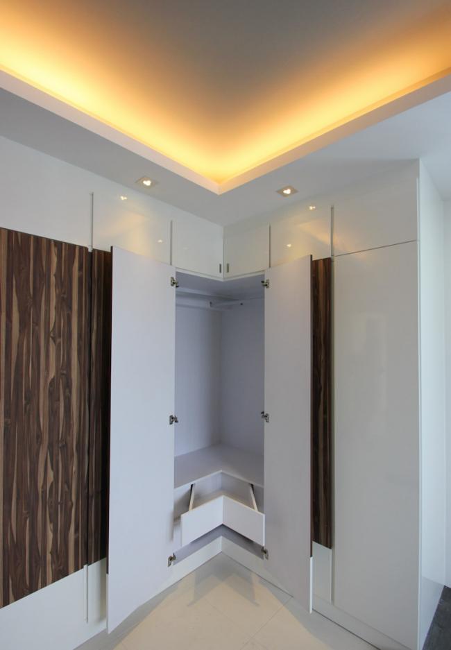 Современный угловой шкаф с подсветкой