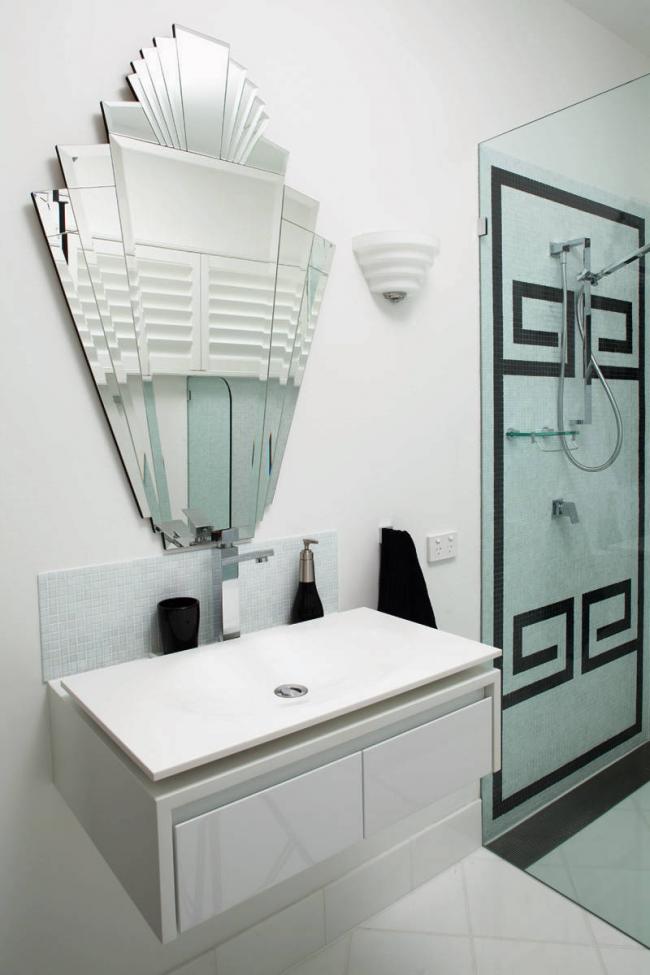 Арт-объектом может быть обычное зеркало нестандартной формы