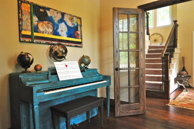 Вторую жизнь можно подарить и фортепиано - эффект состаренного инструмента и нестандартный цвет