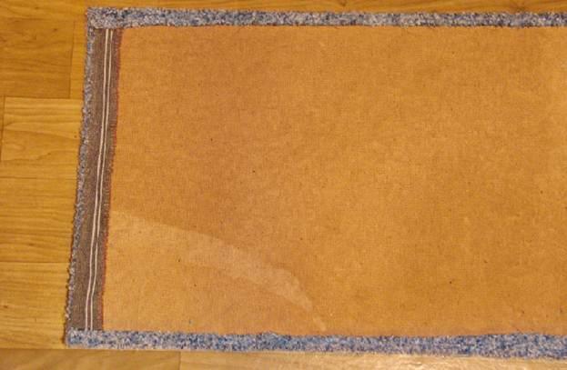Крышу домика также необходимо обклеить тканью