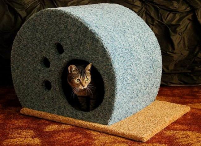 Вид готового домика. Вы можете использовать при работе два вида ткани, чтобы сделать дом еще красивее