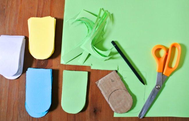 Шаг 6: декорирование дома. Вырезаем из цветной бумаги вот такую черепицу