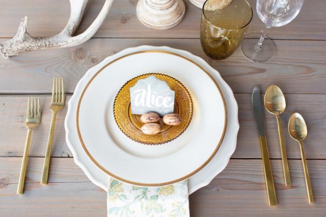 Сервировка стола в стиле кантри с десертными приборами