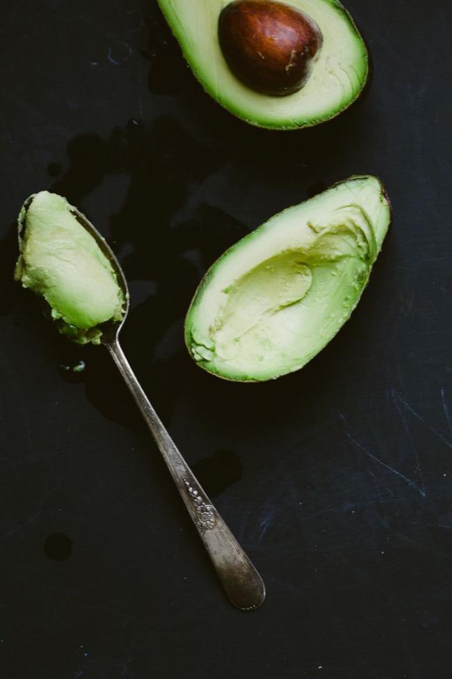 Ложка для авокадо овальной формы