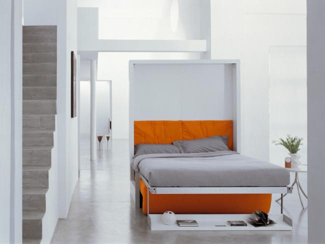 Кровать с ортопедическим матрасом трансформируется в яркий двухместный диван