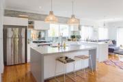 Фото 13 Дизайн двухкомнатной квартиры: лучшие реализации перепланировки и особенности зонирования