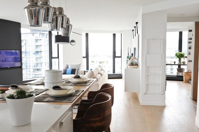 Благодаря панорамному остеклению ваша квартира будет выглядеть светлой и просторной