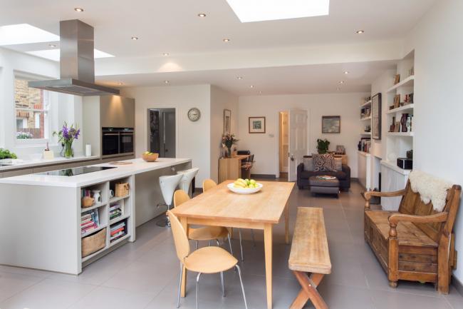 Кухня, столовая и гостиная объединены в одно помещение