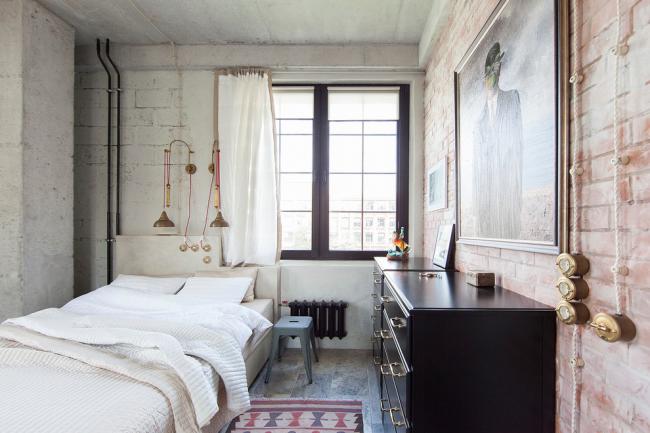 Уютная спальня в стиле лофт