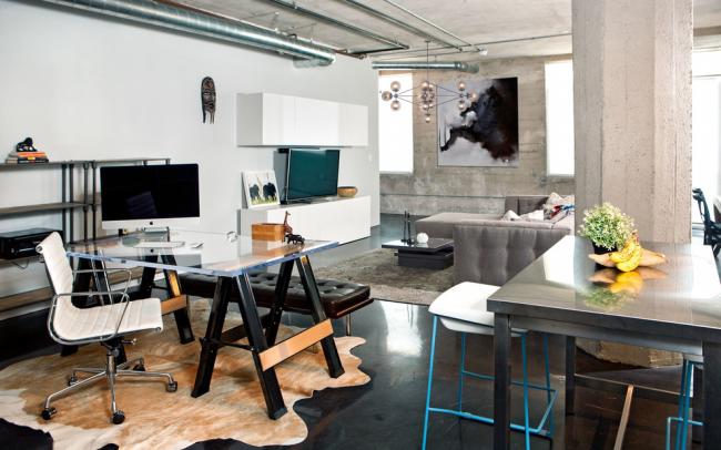 Гостиная с рабочим местом, оформленная в стиле лофт