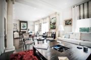 Фото 32 Дизайн двухкомнатной квартиры: лучшие реализации перепланировки и особенности зонирования