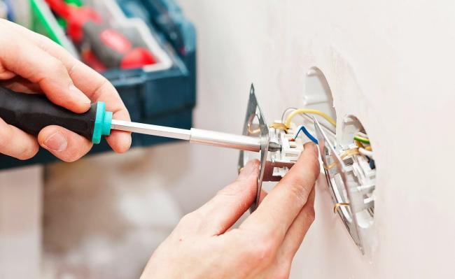 Во время ремонта необходимо особое внимание уделить качеству электропроводки