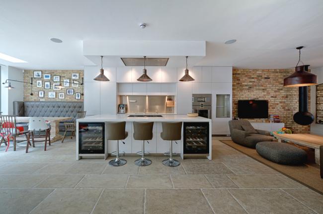 Из просторной двухкомнатной квартиры может получится замечательная квартира-студия