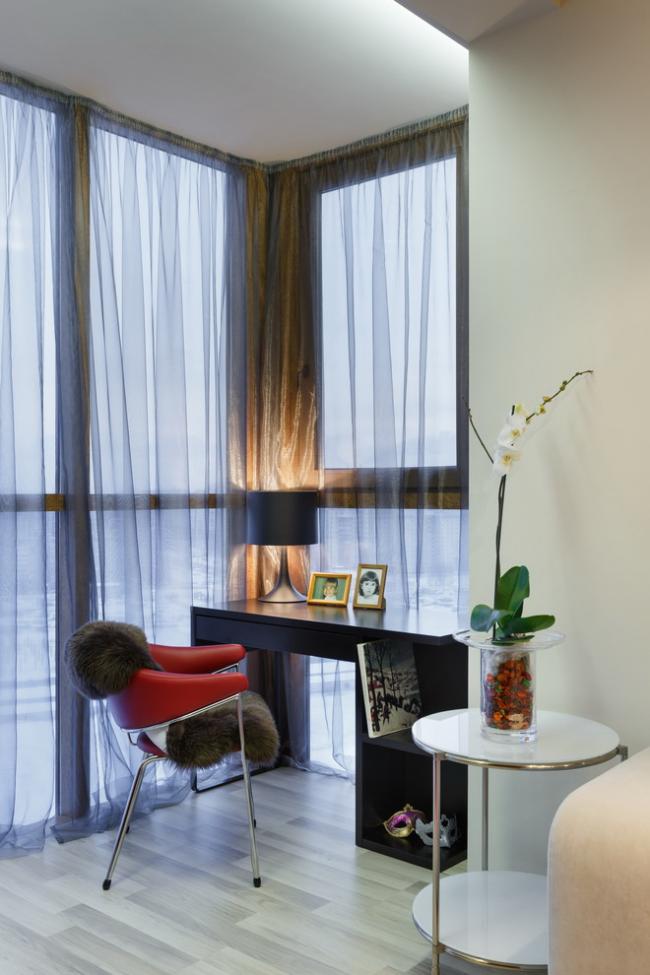 Лоджию в квартире можно переоборудовать более функционально - например, под рабочее место