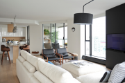 Фото 18 Дизайн двухкомнатной квартиры: лучшие реализации перепланировки и особенности зонирования