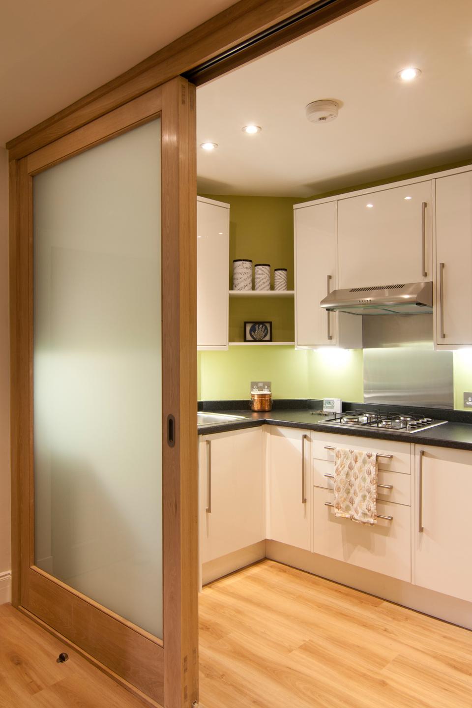 Раздвижные дверцы для кухни 52