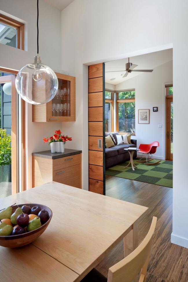Кассетные межкомнатные двери-купе из натурального дерева