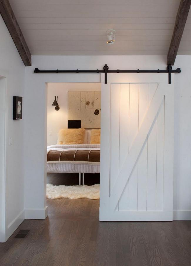 Легкие деревянные межкомнатные двери-купе с одним направляющим