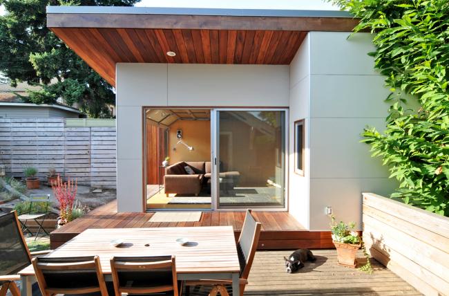 Большие стеклянные двери-купе в частном доме
