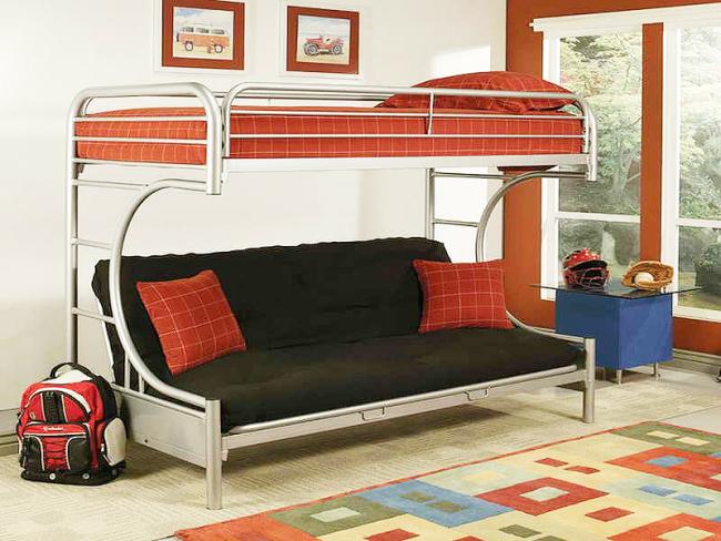 Кровать с металлической конструкцией подойдет как детям, так и взрослым