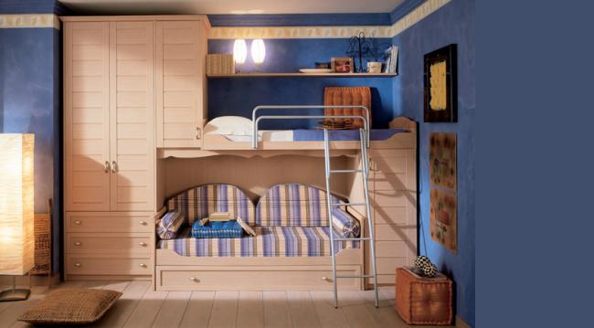 Сосновая двухъярусная кровать с диваном внизу может продаваться как часть модульной мебели