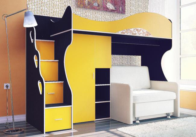 Размеры дивана в двухъярусной кровати могут отличаться. Вот пример смарт-организации пространства, когда нижняя часть включает шкаф с полками и диванную конструкцию