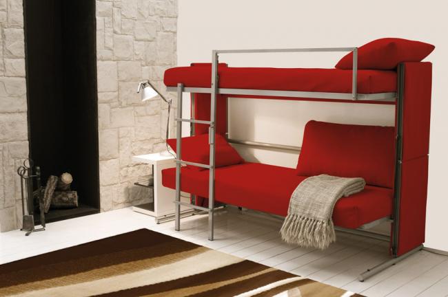 Диван трансформер в двухъярусную кровать подойдет для гостиной в небольшой квартире