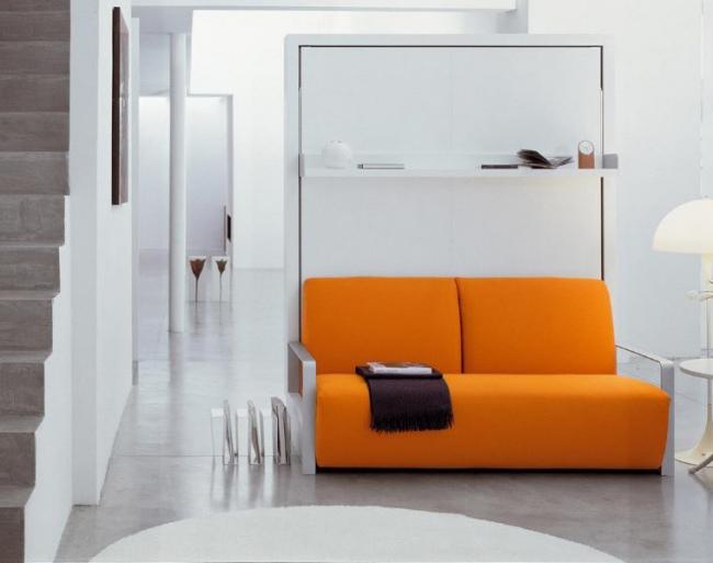 Внешне диван трансформер в двухъярусную кровать сложно отличить от обычного дивана. Он достаточно компактный и имеет привлекательный дизайн