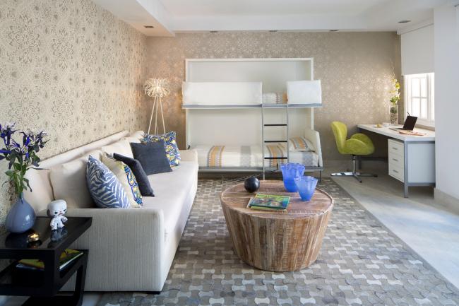 Высота потолков также играет немаловажную роль при установке дивана трансформера для взрослых. Установка некоторых конструкция в невысоких помещениях может быть травмоопасно