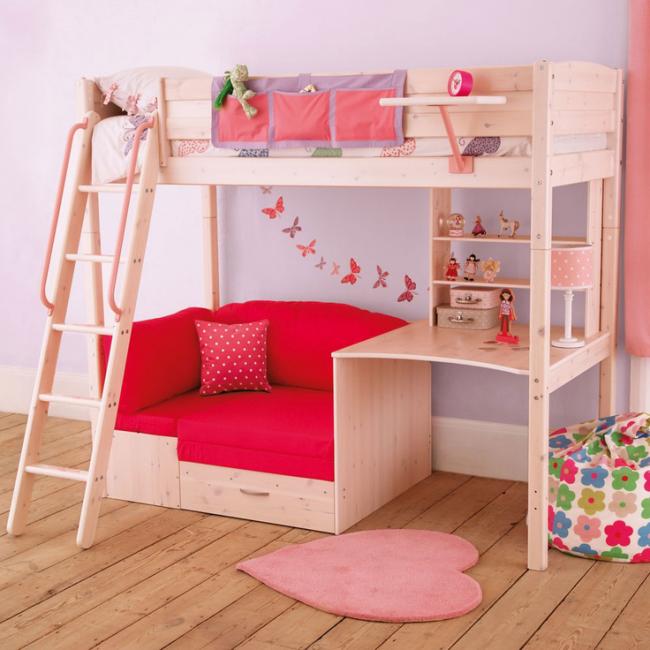 Двухъярусная кровать с диваном внизу - лучшее решение для однокомнатных квартир. Если в доме есть ребенок, самое время задуматься о кровати с диваном внизу, столиком и полочками