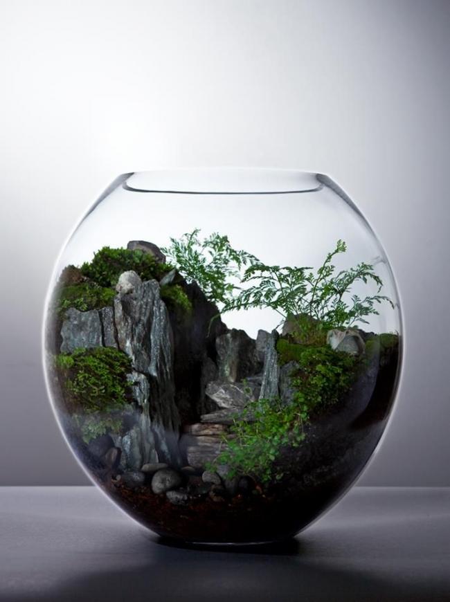 Для флорариумов, моделирующих композиции гор, стоит подобрать камни относительно большого размера
