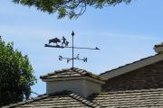 Фото 16 Флюгер на крышу: финальный штрих для стильного экстерьера вашего дома
