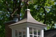 Фото 3 Флюгер на крышу: финальный штрих для стильного экстерьера вашего дома