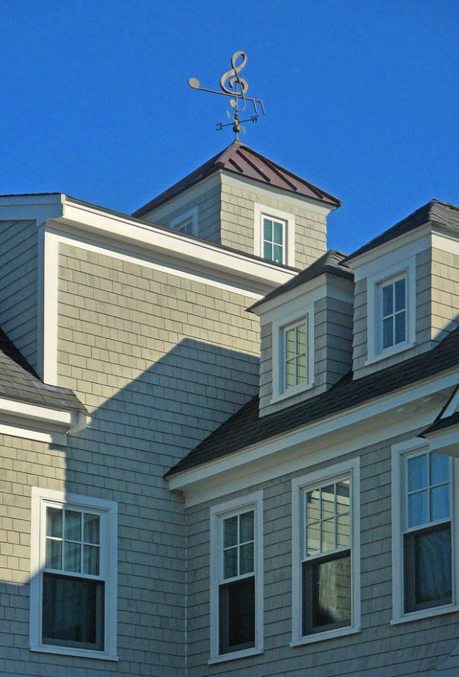 Флюгер на крыше расскажет об интересах хозяев дома. Вот, например, скрипичный ключ выдаст любителей музыки