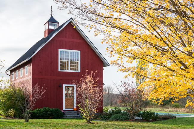 Зачастую большинство домов имеют ветряные флюгеры на крыше