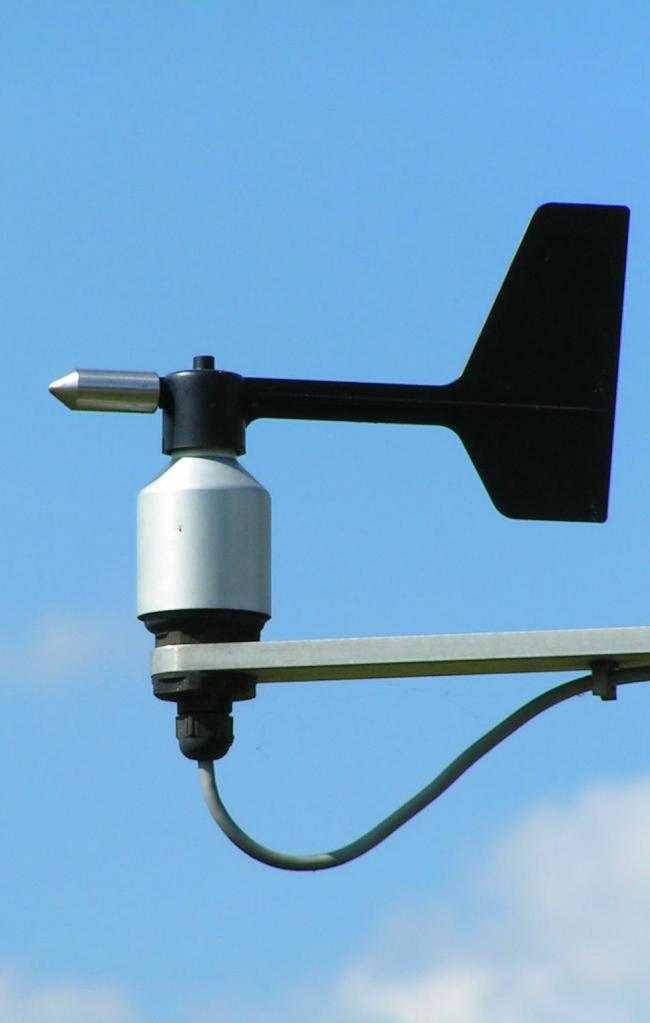 Метеорологический флюгер не несет эстетической ценности и используется только в профессиональных целях