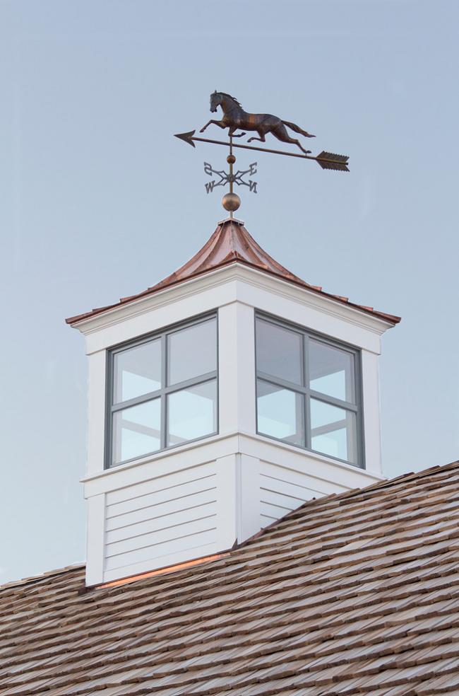 Простой флюгер на крышу можно изготовить самостоятельно