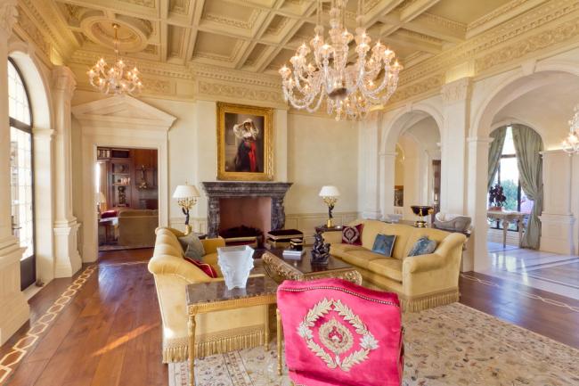 Красивая гостиная в венецианском стиле