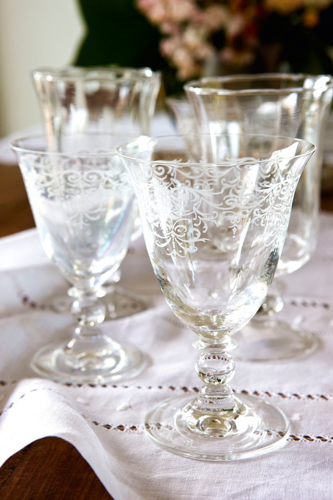 Нежные фужеры для шампанского из богемского стекла с аккуратным кружевным узором