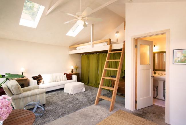 Кровать-чердак прекрасный вариант, но только для комнат с высокими потолками