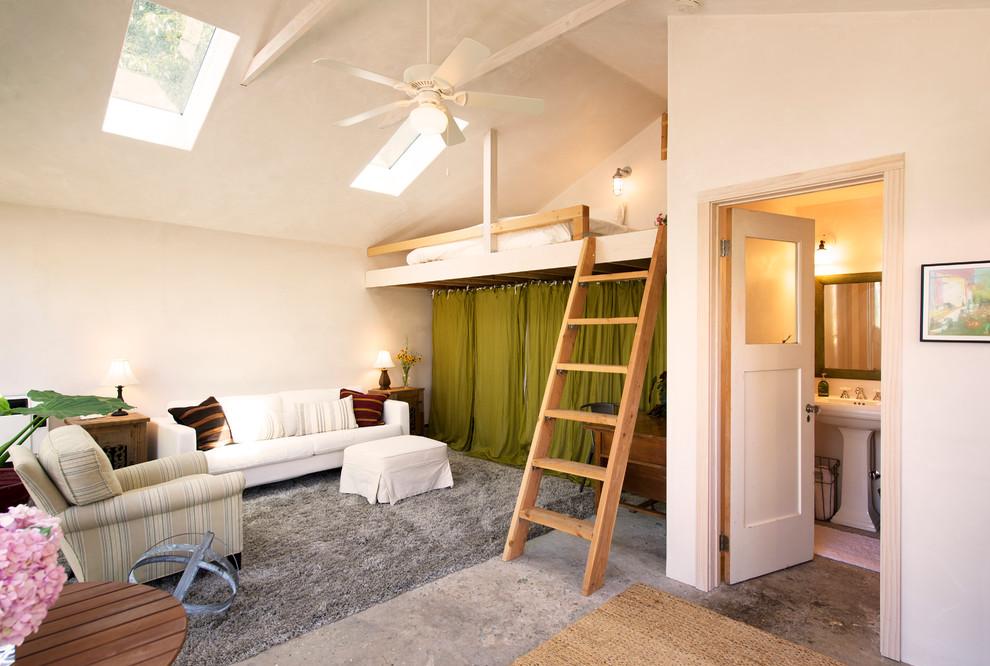 Как сделать спальню под потолком 250