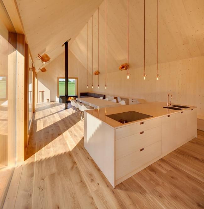 Гармоничный деревянный интерьер с отделкой имитацией бруса