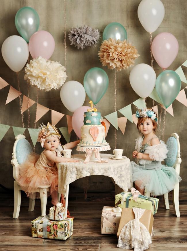 Шарики, гирлянды и бумажные цветы поднимут настроение имениннику и гостям