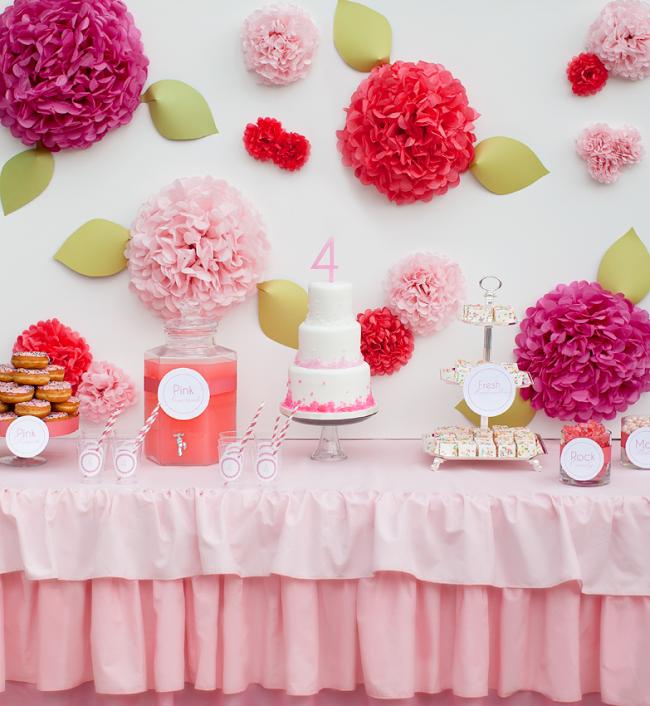 С помощью продуктов и фантазии можно в домашних условиях изготовить интересное угощение на праздничный стол
