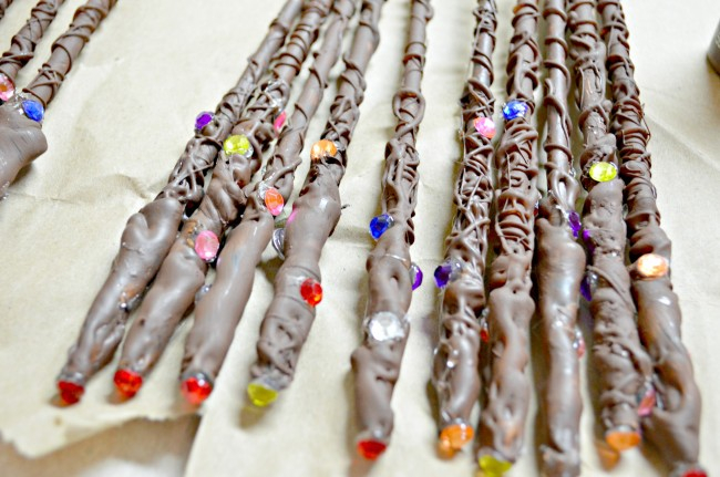 Съедобные волшебные палочки на дне рождения в стиле Гарри Поттера