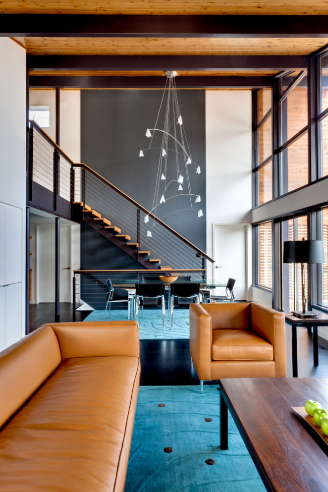 Лестница с металла и дерева в интерьере в стиле индастриал