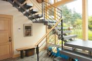 Фото 69 Лестница на второй этаж (120 фото): современные варианты оформления в частном доме