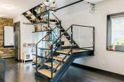 Фото 63 Лестница на второй этаж (120 фото): современные варианты оформления в частном доме